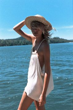 Here's What To Do If Your Boyfriend Wants A Threesome Beach cover ups are one of the best summer vacation outfits of Best Summer Vacations, Summer Vacation Outfits, Vacation Dresses, Beach Outfits, Outfit Strand, Beach Cover Ups, Mode Inspiration, Looks Style, Mode Style