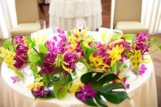 【実録】帰国後パーティ:アイコニックで結婚式 - ぐるなびウエディング Table Wedding, Hawaiian, Wedding Flowers, Oriental, Tropical, Table Decorations, Weddings, Plants, Wedding