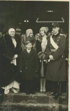 Helen and her son surrounded with the royal family of Romania Queen Victoria Family, Princess Victoria, Michael I Of Romania, Romanian Royal Family, Peles Castle, Victorian Life, Central And Eastern Europe, Princess Alexandra, Royal Blood