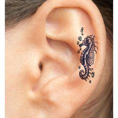 Pin for Later: Hergehört: Diese 27 Ohr-Tattoos sind besser als jeder Ohrring Inspiration für Ohren-Tattoos