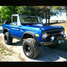 """""""This one is on  #earlybronco #earlybroncodrivers #fordbronco #FoMoCo #fordmotorcompany #ford #lifted #offroad #onfire #fire #blue #beautiful #bronco…"""""""