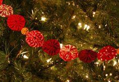 Yoyo Christmas Tree Garland