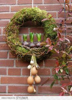 Frühlingskranz aus Moos. noch mehr Deko Ideen gibt es auf www.Spaaz.de