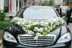 Xe hoa hồng trắng , ly trắng , lan tường tím