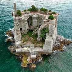 Man's Impact on the Environment Torre Scola Scola, Palmaria, Porto Venere, La Spezia, Italy Credits: Norbert Frroku The Scola Tower - or tower of St. John the Baptist - is a former military building. Abandoned Castles, Abandoned Mansions, Abandoned Buildings, Abandoned Places, Abandoned Library, The Places Youll Go, Places To Visit, Beautiful World, Beautiful Places