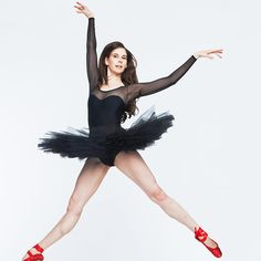 Mary Helen recently spoke with Food & Wine about a typical food day, nutrition and friend chicken? Ballet Moves, Ballet Dancers, Ballerinas, Mary Helen Bowers, Ballet Performances, Get Toned, Thing 1, Ballet Photos, Ballet Fashion