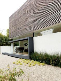 jolie maison de luxe avec cailloux d'extérieur décoratifs pour le jardin