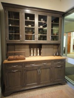 4 lower cabinets with drawers