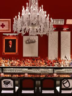 Inspired by the success of the Baccarat bar and lounge of the eponymous hotel in New York City, the Baccarat Boutique, BBar, Lounge opens in Milan on Wednesday, April 10 on Via Montenapoleone ❤️ Bar Interior Design, Restaurant Interior Design, Cafe Interior, Bar Restaurant, Luxury Restaurant, Public Restaurant, Baccarat Chandelier, Unique Lighting, Lighting Design