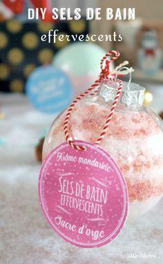 Tuto: Lush bath bombs and homemade effervescent bath salts - chrisgif Homemade Christmas Gifts, Homemade Gifts, Diy Gifts, A Christmas Story, Christmas Bulbs, Shadow Box, Ikea Art, Lush Bath Bombs, Homemade Cosmetics