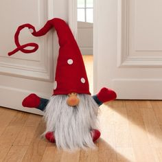 Tinker gnomes: easy instructions and original ideas for last-minute Christmas decorations Christmas Gnome, Scandinavian Christmas, Diy Christmas Gifts, Christmas Projects, Handmade Christmas, Holiday Crafts, Christmas Decorations, Christmas Ornaments, Diy Crafts To Do