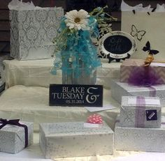The Wedding Sign makes such a perfect wedding gift -- and doesn't even need to be wrapped!  #weddingsign #weddings #gifttable #weddingdate