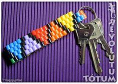 Llavero plastiquero a todo color #keychain #pyssla #HamaBeads