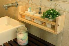 Moveis de pinus Bathroom Design Software, Bathroom Tile Designs, Modern Bathroom Design, Bathroom Interior Design, Bathroom Rack, Small Bathroom Storage, Diy Bathroom Decor, Pantry Organization Labels, Home Organisation
