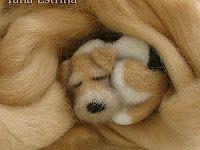 Needle felting tutorial for sleeping dog by Yanna Estrina. DIY - How To - Брошка Needle Felted Animals, Felt Animals, Felt Crafts, Fabric Crafts, Bordado Popular, Sleeping Puppies, Needle Felting Tutorials, Felt Dogs, Wet Felting