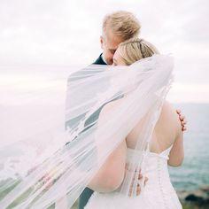 I have 'a thing' for veils, wind, and sea. ____________________________________ #häät #häät2017 #hääkuvaus #hääkuva #hääkuvaaja #weddingphotographerfinland #hääkuvaajat #weddingfinland #bröllop #finlandwedding #valokuvaaja #morsian #huntu #suomenlinna #h