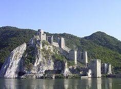 Le fortezza di Golubac vista dal Danubio