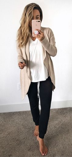 Casual & Elegant Spring Outfits Ideas With Jogger Pants 28 Cute Lounge Outfits, Cute Travel Outfits, Comfy Travel Outfit, Chic Summer Outfits, Lazy Day Outfits, Mom Outfits, Cute Outfits, Everyday Casual Outfits, Outfit Summer