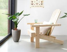 Maak je eigen tuinstoel   Stappenplan Outdoor Furniture Plans, Diy Furniture, Outdoor Chairs, Outdoor Decor, Wishbone Chair, Floor Chair, Wood Art, New Homes, Woodworking