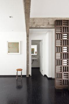 Entrance by Filipe Ramos Design  Apartment situated at Itaim Bibi neighbourhood in São Paulo, Brazil.