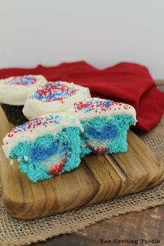Surprise Inside Cupcakes for the 4th of July|the Crafting Foodie