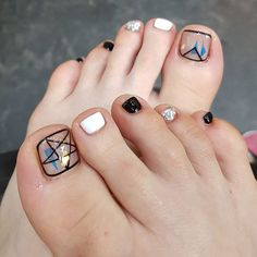 Toe nail art design ideas for summer and fall | negative space nail art