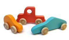 Résultats Google Recherche d'images correspondant à http://blogs.babble.com/family-style/files/2012/07/Colorful-Wooden-Car-and-Truck-Set.jpg