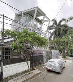 Galería de La Casa Inclinada / Budi Pradono Architects - 14