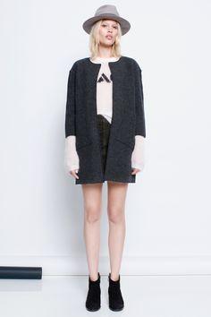 Manteau Zadig et Voltaire, col rond, sans boutons, poches plaquées inclinées, 100% laine mérinos bouillie