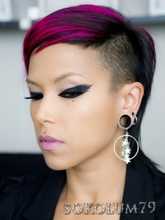 This is so hot... feathered eyeliner and side cut