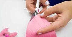 Você quer aprender como costurar feltro? Aqui vamos te ensinar os 4 principais pontos para costurar o feltro a mão. São todos bem simples e lindos, venha ver!