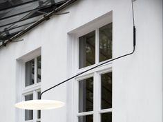 Descarregue o catálogo e solicite preços de luminária de parede led de polietileno Fool moon small | luminária de parede, design Bart Lens, coleção Fool Moon ao fabricante Eden Design