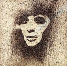 Berlin in Love : poetic street art stencils