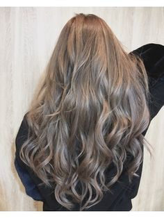 ミルクティーグレーアッシュ【ラピステラス Lapis 渋谷 】/Lapis terrace 渋谷 【ラピス テラス シブヤ】をご紹介。2018年春の最新ヘアスタイルを100万点以上掲載!ミディアム、ショート、ボブなど豊富な条件でヘアスタイル・髪型・アレンジをチェック。 Light Brunette Hair, Blonde Hair Looks, Brown Blonde Hair, Blonde Hair Korean, Korean Hair Color, Mode Emo, Hair Colour Design, Beige Hair, Aesthetic Hair