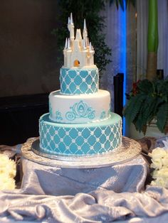 Disney Weddings cake....OMG! My dream wedding is going to take place in Disney World! Saving up my pennies lol