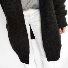 chunky cardigan, grey tee & white jeans #style #fashion
