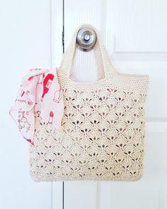 Made by lalana_cutecrochet Crochet Beach Bags, Free Crochet Bag, Crochet Market Bag, Crochet Clutch, Crochet Handbags, Crochet Purses, Knit Crochet, Crochet Symbols, Crochet Stitches