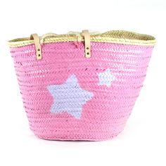 Capazo grande abierto pintado a amano es rosa chicle con dos estrellas redondas en lila pastel.Tamaño aproximado 56 x 36 x 32 Precio: 36€