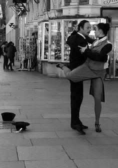 Tango - Declarado por la UNESCO Patrimonio Cultural Inmaterial de la Humanidad en 2009.