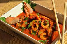 Na přípravu budete potřebovat:     1 malá cuketa  300g vyloupaných a očištěných krevet  2 stroužky česneku  pár rajčátek  2PL curry p... Shrimp, Meat, Food, Essen, Meals, Yemek, Eten