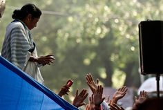 Govt lying, looting the country: Mamata Banerjee on Facebook   http://ndtv.in/PYnksF