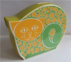 a green and yellow cat, whats not to like. lovely piece of carlton ware.