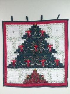 Log Cabin Christmas Tree Wall Hanging-24 Blocks...Please help me find this pattern?????