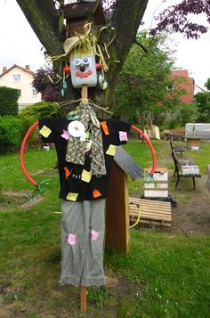 Pouvantail totem au square jean aicard c photo jean for Decoration jardin maternelle