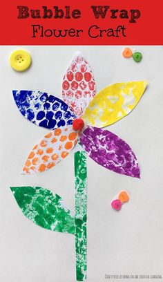 Bubble wrap flower craft - a cute and easy fun spring craft for kids! perfect for earth day, mother's day, or just a fun spring project! Spring Art Projects, Spring Crafts For Kids, Easy Art Projects, Crafts For Kids To Make, Summer Crafts, Projects For Kids, Art For Kids, Kids Crafts, Spring Activities