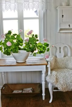 Scandinavian farmhouse style with large pink geranium