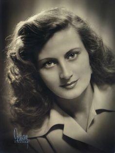 1949 Yıldız Kenter Old Pictures, Old Photos, Old Actress, Special People, Vintage Photographs, Vintage Beauty, Actors & Actresses, Nostalgia, History