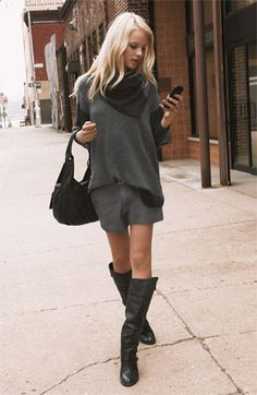 Street style | Blonde sporting grey fall outfit