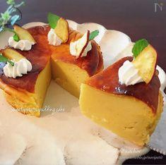 ミキサーに材料を全て入れて混ぜたら、あとは焼くだけ!簡単レシピ♡ 牛乳と卵を少し多めに使った さつまいもプリン風のケーキです。 焼きたては濃厚なプリンに近い食感で 冷蔵庫で冷やして翌日になると しっとりスイートポテトっぽい ケーキになります。 Japanese Pastries, Japanese Cake, Sweets Recipes, Cake Recipes, Cooking Recipes, Sweets Cake, Cupcake Cakes, Sweet Potato Pudding, Happy Foods