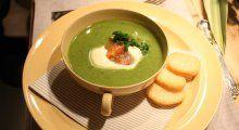 Hellstrøms grønn suppe med laks, stekt eller rå | TV3 Mat